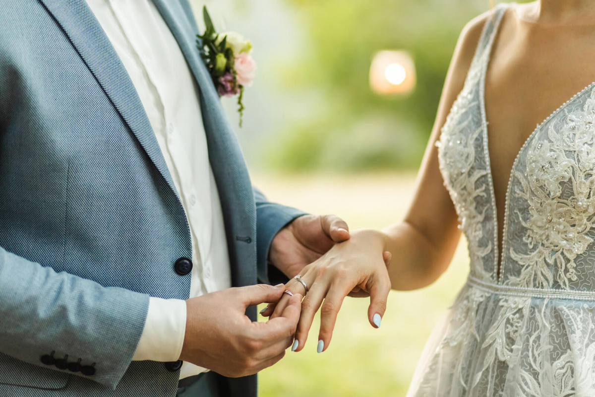 How To Wear Your Wedding Rings Blog 𝗝𝗲𝘄𝗲𝗹𝗲𝗿 𝘀 𝗧𝗼𝘂𝗰𝗵